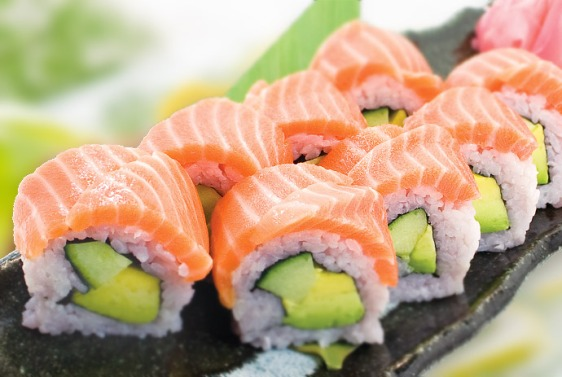 salmon-avocado-roll-sushi